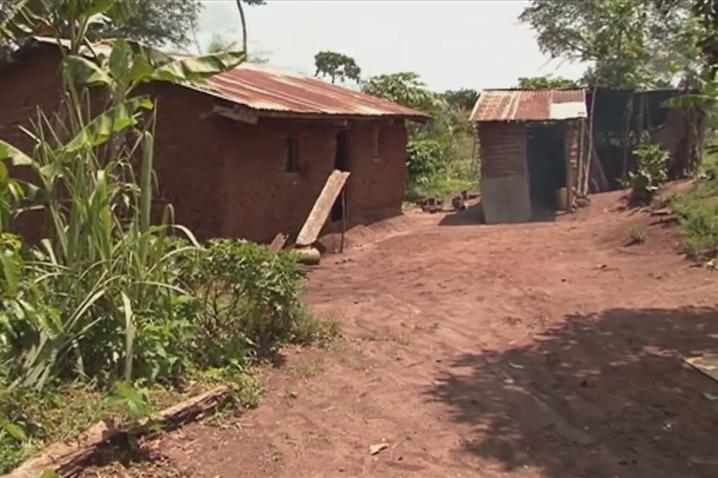 Der NAP wird wohl weder Vertreibungen verhindern noch bestrafen und wiedergutmachen können. Bild: Dorf der aus Mubende, Uganda, für eine Kaffeeplantage Vertriebenen.